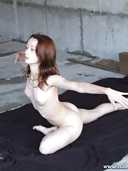 Nude sportsbabe exercising at a construction site