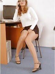 Secretary is spreading her pantyhosed legs