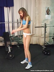 Little nude blondie working with big dumbbells