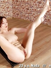 Nude gymnast cunt-lapping after hard working