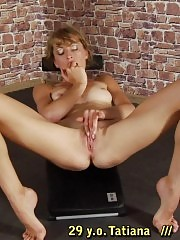 Fitness instructor breaking and exciting a flexy babe