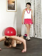 Shocked sports babe does special nude exercises