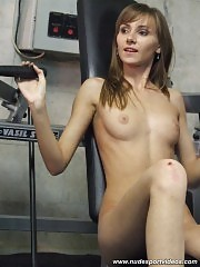 Delicious naked gym cutie training her hips