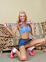 Gym bunny shows her well-shaped rack