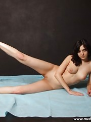 Dark-haired starlet working naked in gym