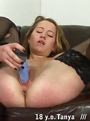 Teen college babe unready to suffer so hard