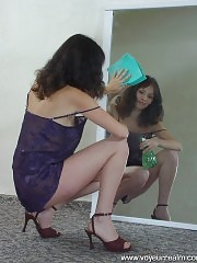 Fitting room spy cam catches real hottie