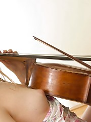 The art of music is no stranger to this amazing blonde, because she loves to lay down and rub her instrument.
