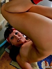 Ginger-haired gym bunny shows her holes