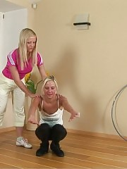 Blondie practiced in nude gymnastics by a lezzy