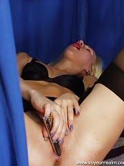 Blondie caught fingering herself in fitting room