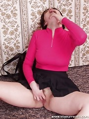 Amateur lass shows sheòÀÙs got no panties